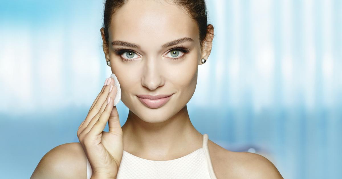 Como limpiar tu rostro rapidamente con un solo producto
