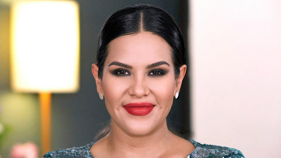 Tutorial de maquillaje glam intenso con smokey eye y labios rojos con Mytzi Cervantes